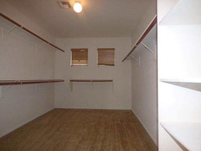 11233 W Elm LN Huge Mstr Closet_01182019